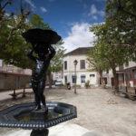 Statue enfant place du vieux marché.les pictographes