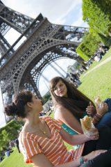 Pique-nique la tour Eiffel entre ado