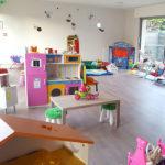 maison d'assitante maternenelle hall avec des jouets pour enfants