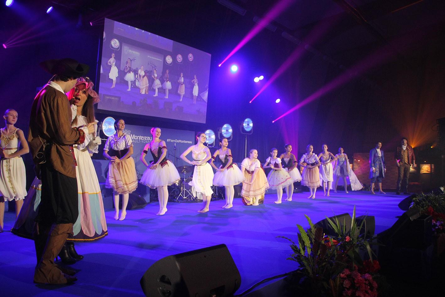 Extraits du spectacle «la Belle et la Bête» avec les élèves des classes de danse et la section «comédie musicale» du Conservatoire.